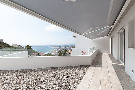 Buy new house with pool and sea views in Roses